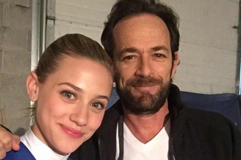 Los actores de Riverdale, Lili Reinhart y Luke Perry, quien se encuentra hospitalizado