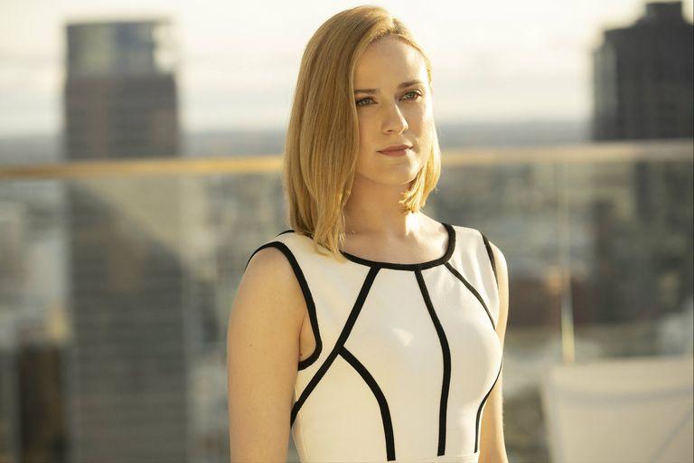 """Dolores (Evan Rachel Wood) llega al mundo """"real"""" en la tercera temporada de Westworld, una de las ficciones que más se ha ocupado de lo que significa ser humano"""