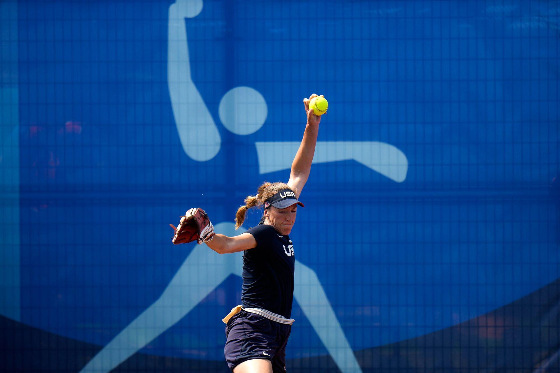 La pitcher del equipo estadounidense de softball, Monica Abbott, en acción.