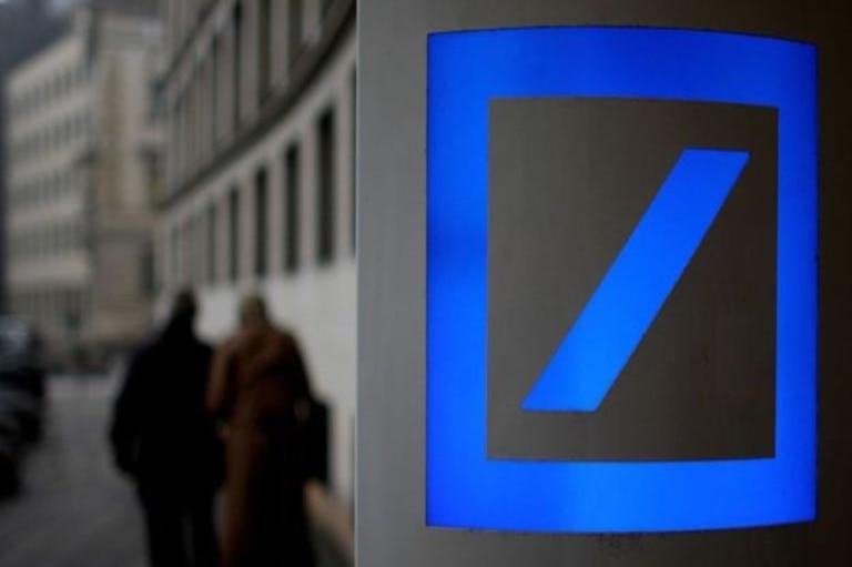 """""""Si sabes de un trabajo, avísame"""", dijo un banquero que abandonaba el lunes la oficina de Hong Kong de Deutsche Bank"""
