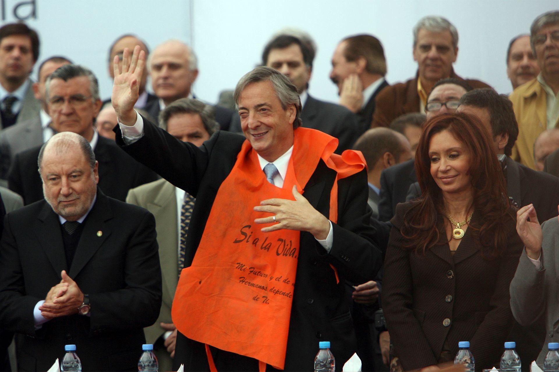El 6 de Mayo de 2006, en pleno conflicto por las papeleras, realiza un acto en el corsódromo de Gualeguaychú