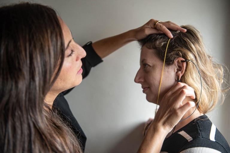 Melina Vicario preparando a la cronista para la sesión.