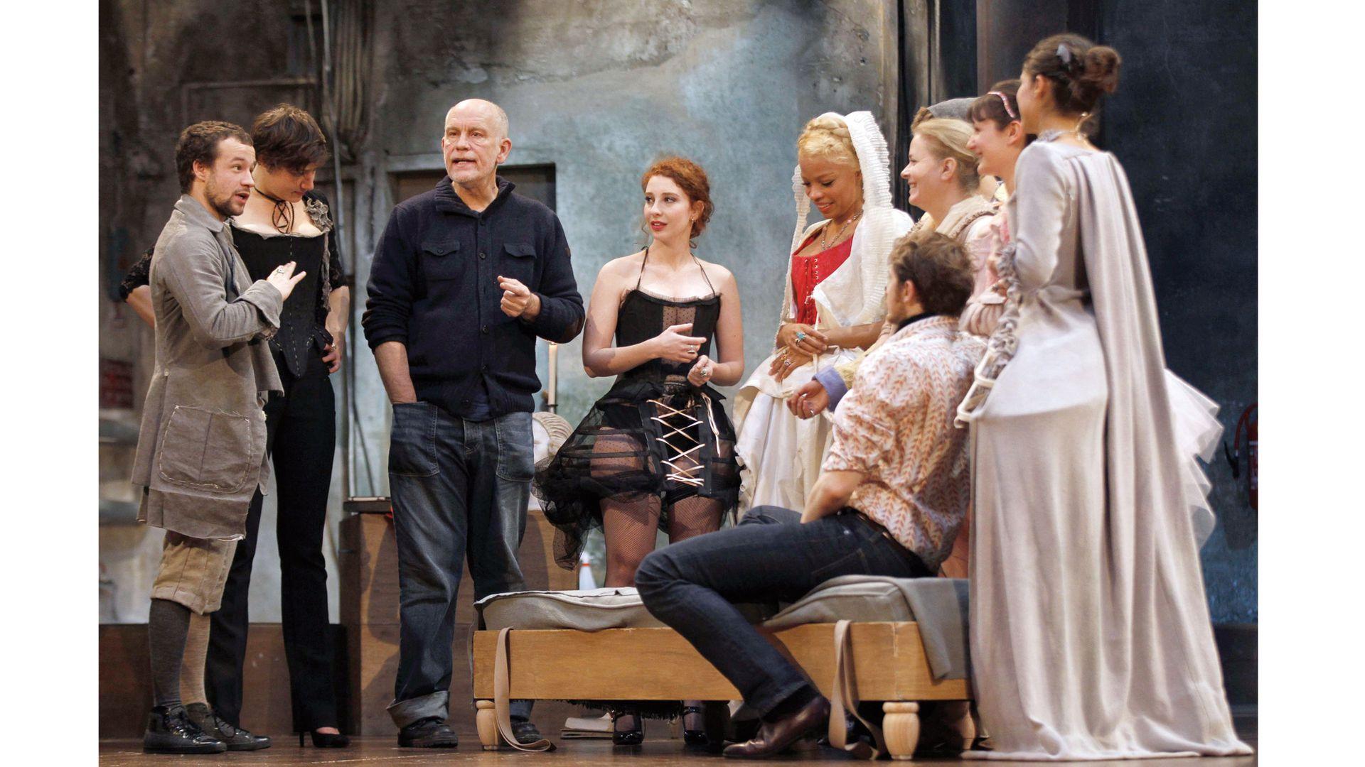 Un ensayo de Relaciones peligrosas, obra de teatro que dirigió en 2012 en París