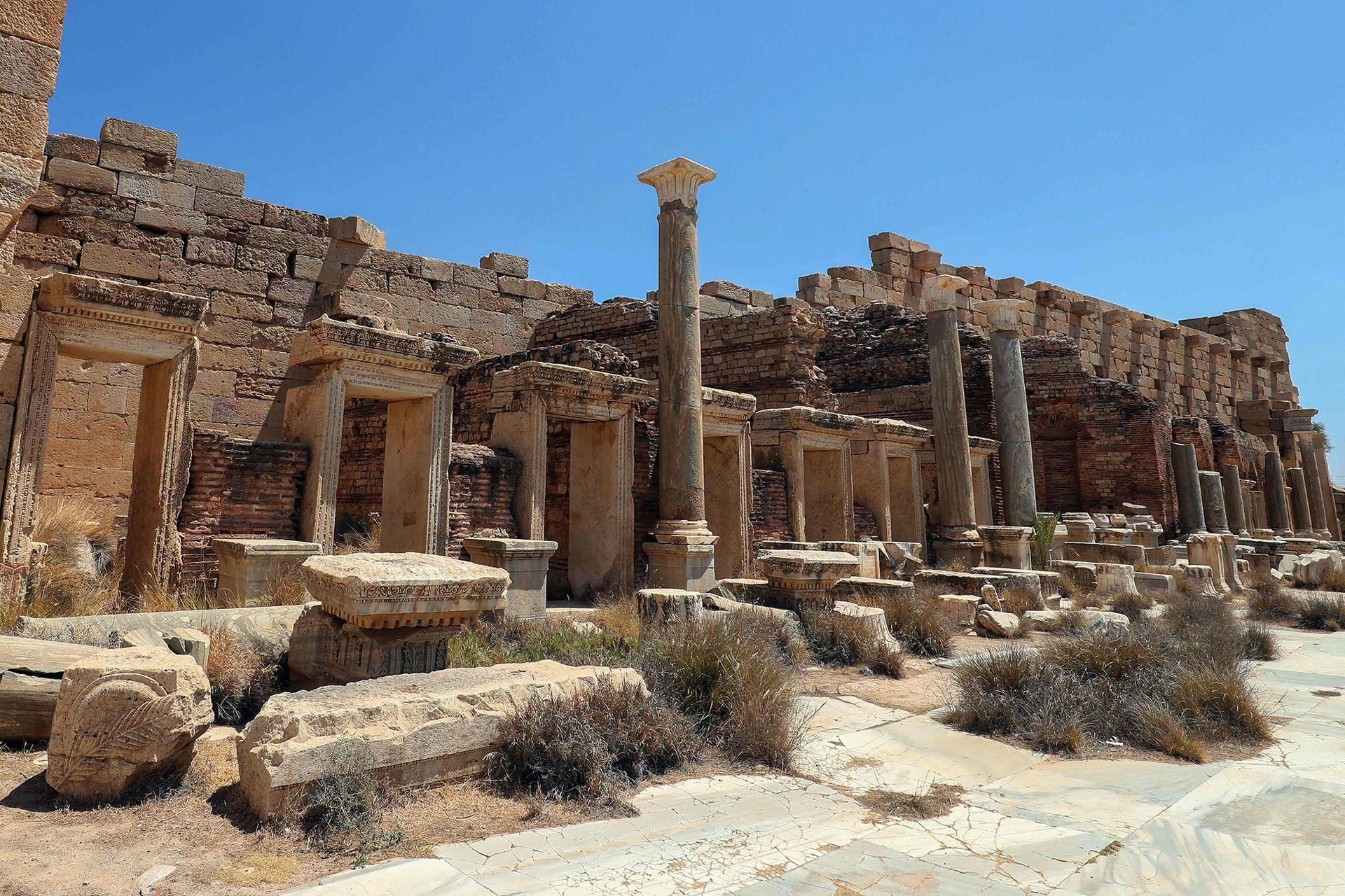 """Visitar esta antigua ciudad romana en la costa sur del Mediterráneo es """"un viaje en el tiempo, una inmersión en la historia"""", comenta Abdesalam Ueba, un visitante libio de unos 60 años"""