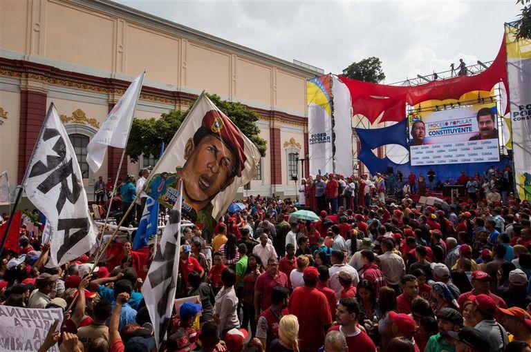 Simpatizantes del gobierno marchan en apoyo al proceso constituyente