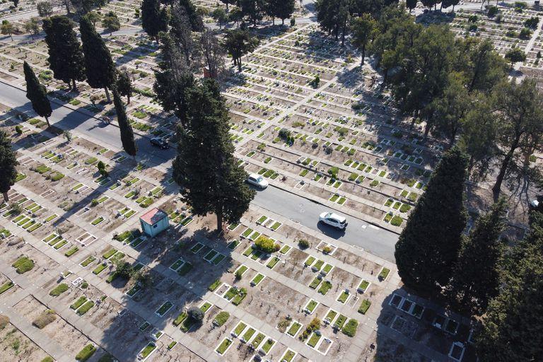 Vista del cementerio de Chacarita en el primer día de apertura tras el cierre por la cuarentena