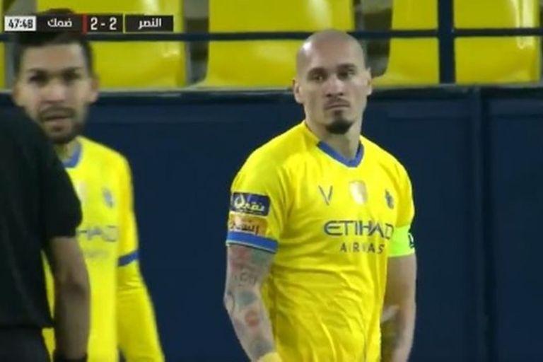 El golazo en contra de un defensor brasileño en Arabia Saudita