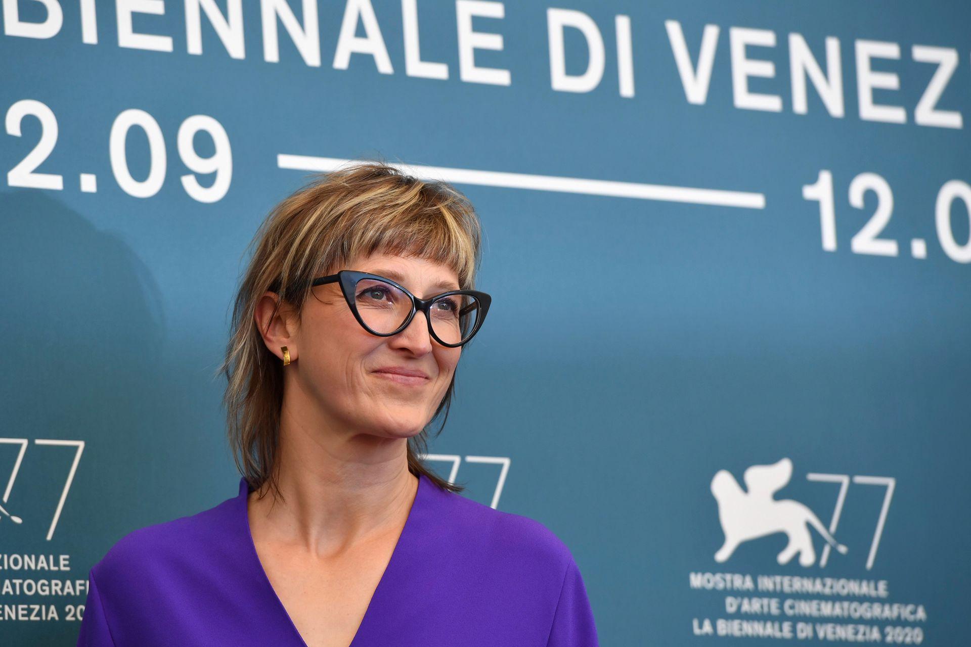 """La directora bosnia Jasmila Zbanic asiste a un photocall de la película """"Quo Vadis, Aida?"""" presentado en competición el segundo día del 77 ° Festival de Cine de Venecia."""