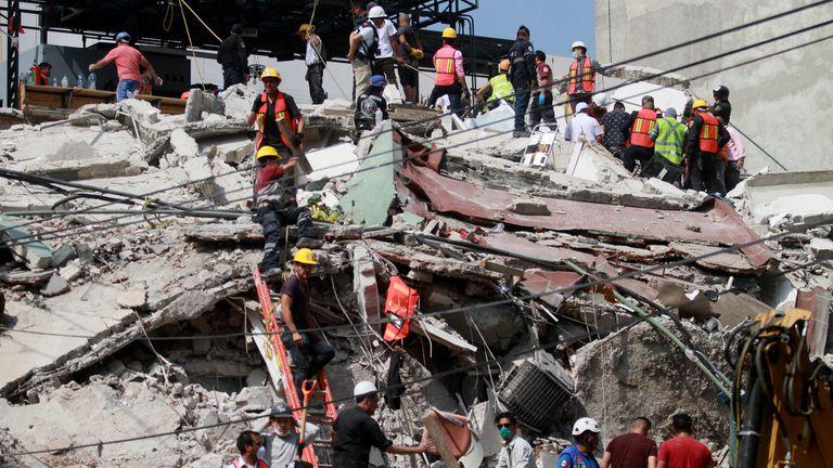 El Grupo Telecom anunció que bonificará el 100% de las llamadas de Argentina a México, tras el terremoto