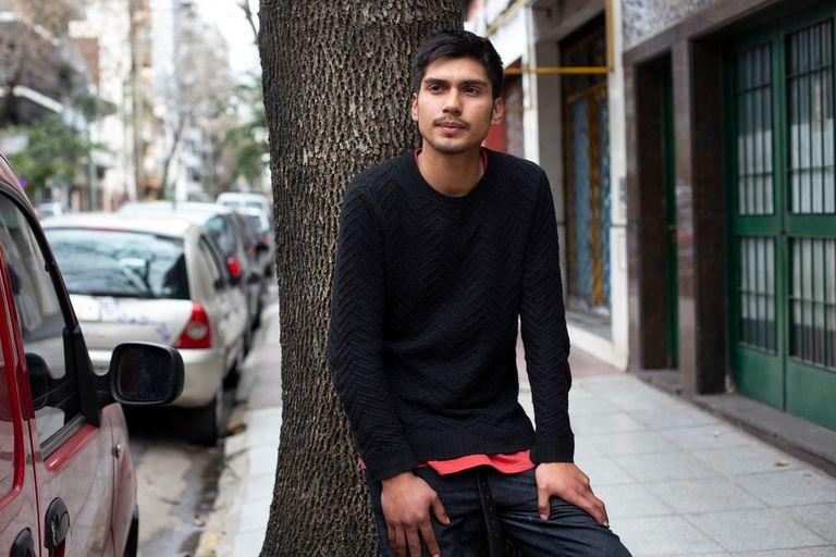 Pedro estuvo en situación de calle hasta hace algunos meses; gracias a la ayuda de la ONG Cultura de Trabajo, empezó a trabajar