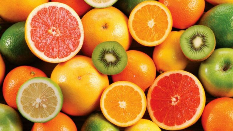 La vitamina C ayuda a disminuir los daños producidos por el tabaco