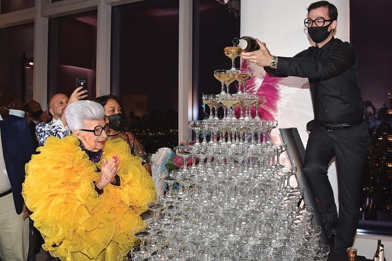 La torre de copas de cristal en la que se sirvió el champagne.