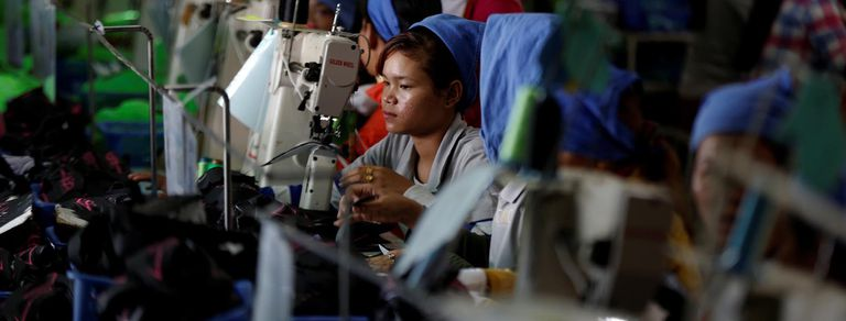Camboya: trabajadoras de la industria de zapatos, sin tiempo para la política