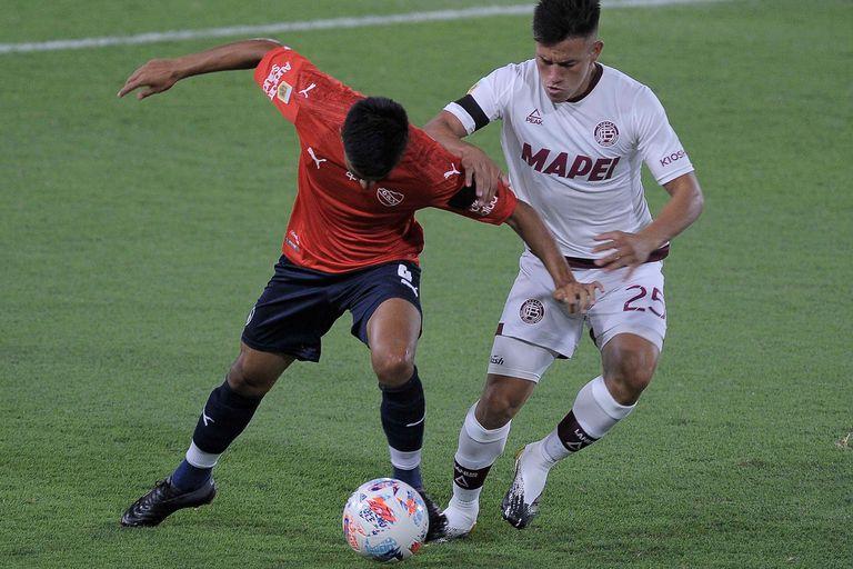 Una escena del duelo entre Independiente y Lanús en el Libertadores de América