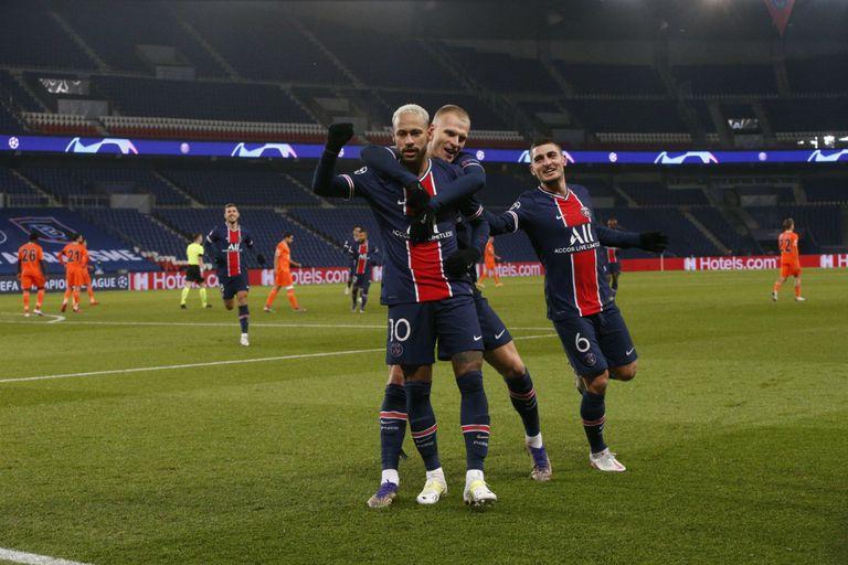 Neymar tuvo un partido brillante y fue autor de un hat-Trick. PSG se metió en los octavos de final de la Champions league