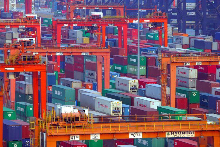 Atasco global de la economía, el comercio mundial lleva 20 meses bloqueados por la pandemia