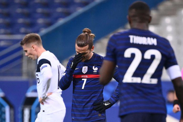 Lo sufre Antoine Griezmann: Francia perdió como local luego de dos años y medio; cayó por 2-0 ante Finlandia