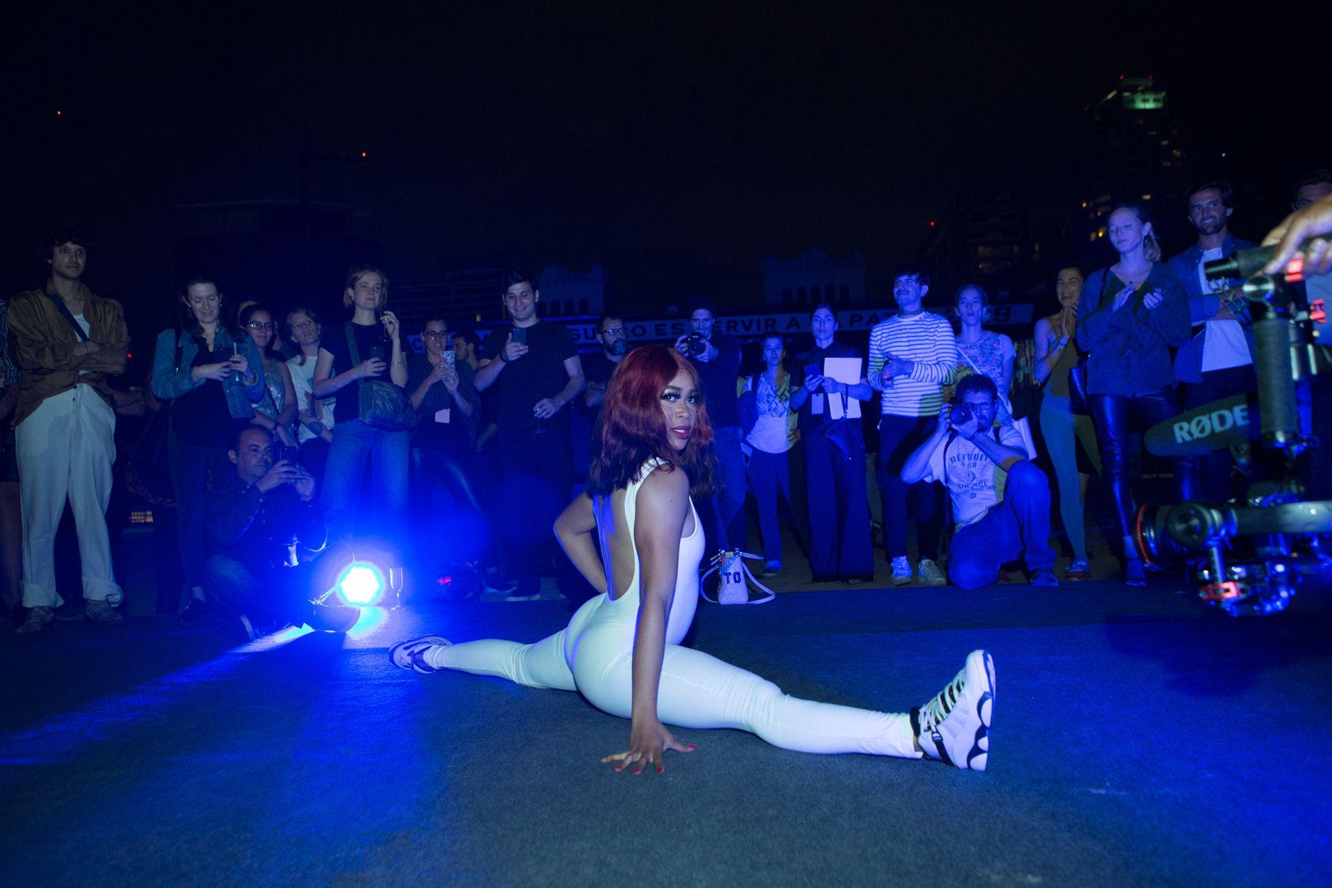 Cecilia Bengolea- La Danza de la Esponja