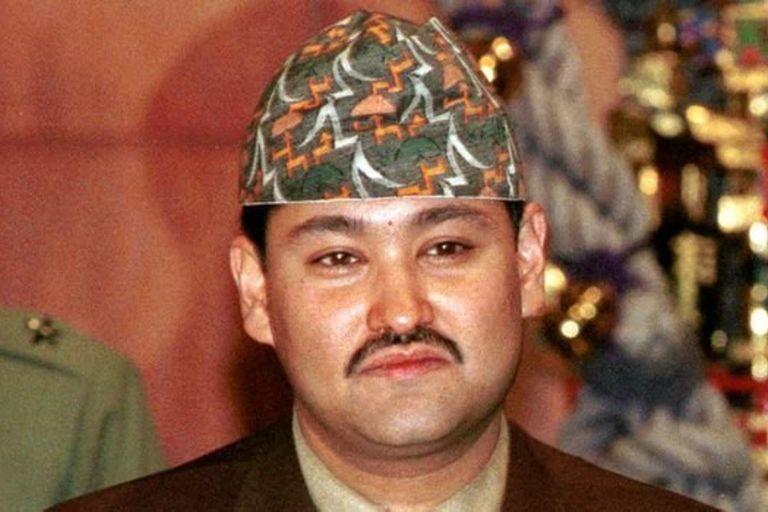 El príncipe heredero de Nepal, Dipendra, disparó contra su familia el 1 de junio de 2001