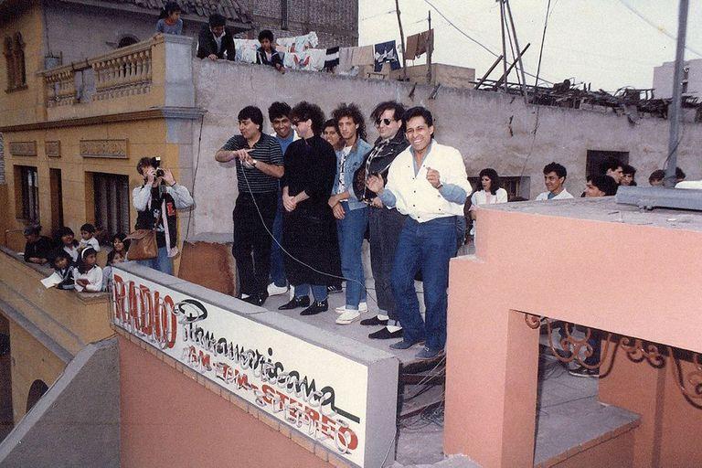 Soda de visita en Radio Panamericana de Perú, en 1986