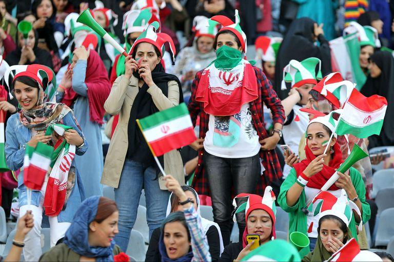 Las mujeres en Irán pueden asistir por primera vez en 40 años a un estadio de fútbol