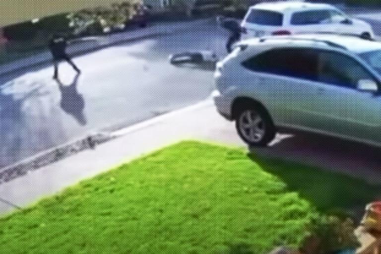 La víctima logró frustrar el robo golpeando a uno de los ladrones