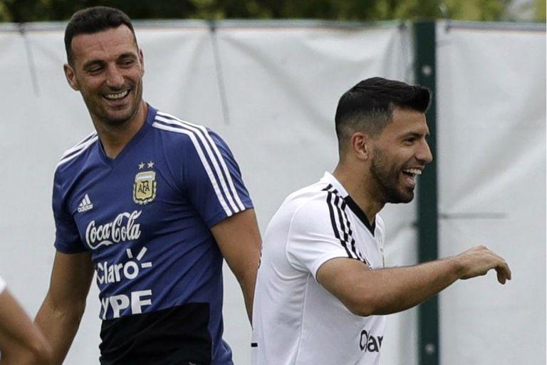 Scaloni y Agüero, y un momento divertido durante la concentración de la selección en Rusia. El DT llevará al delantero del Manchester City a la Copa América