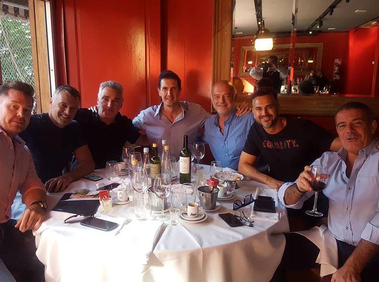 Un almuerzo de básquetbol con Federico Perroti, Diego Grippo, Julio Lamas, Daniel Jacubovich, Leo Montero y Fabián Pérez.