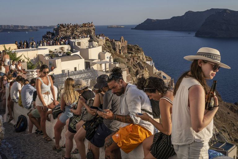 La isla de Santorini se incluye en los itinerarios posibles del primer crucero exclusivo para personas vacunadas contra el Covid-19