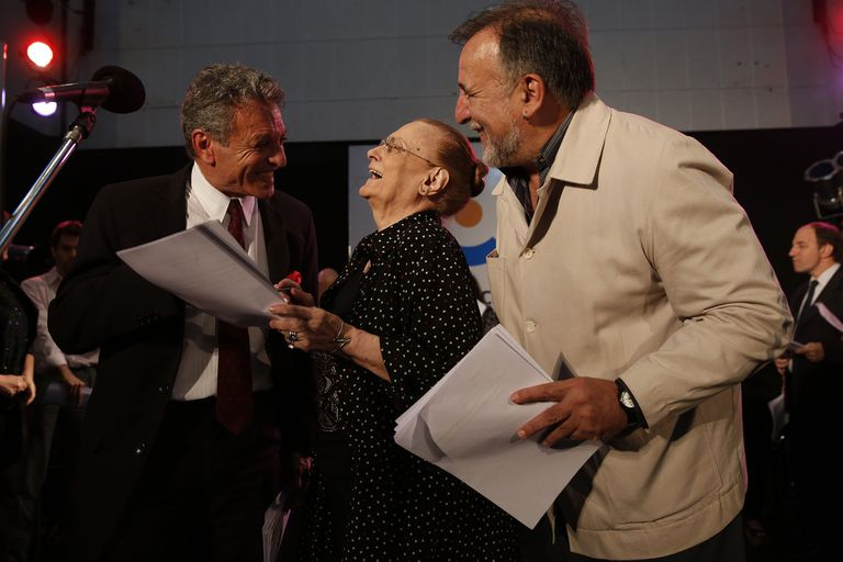Nora Massi, Daniel Miglioranza y Ruben Stella ensayando Las dos carátulas
