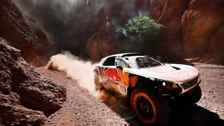 El año pasado, en la versión 39ª de la prueba, Loeb llevó su Peugeot al segundo puesto; el 40º Dakar será el último de la marca