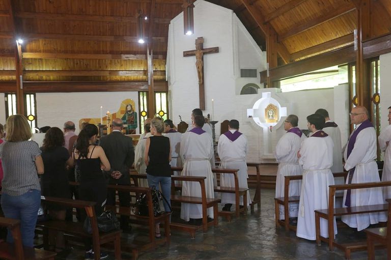 La Plata: realizan una misa en homenaje al cura Lorenzo en la misma parroquia en la que cometió los abusos