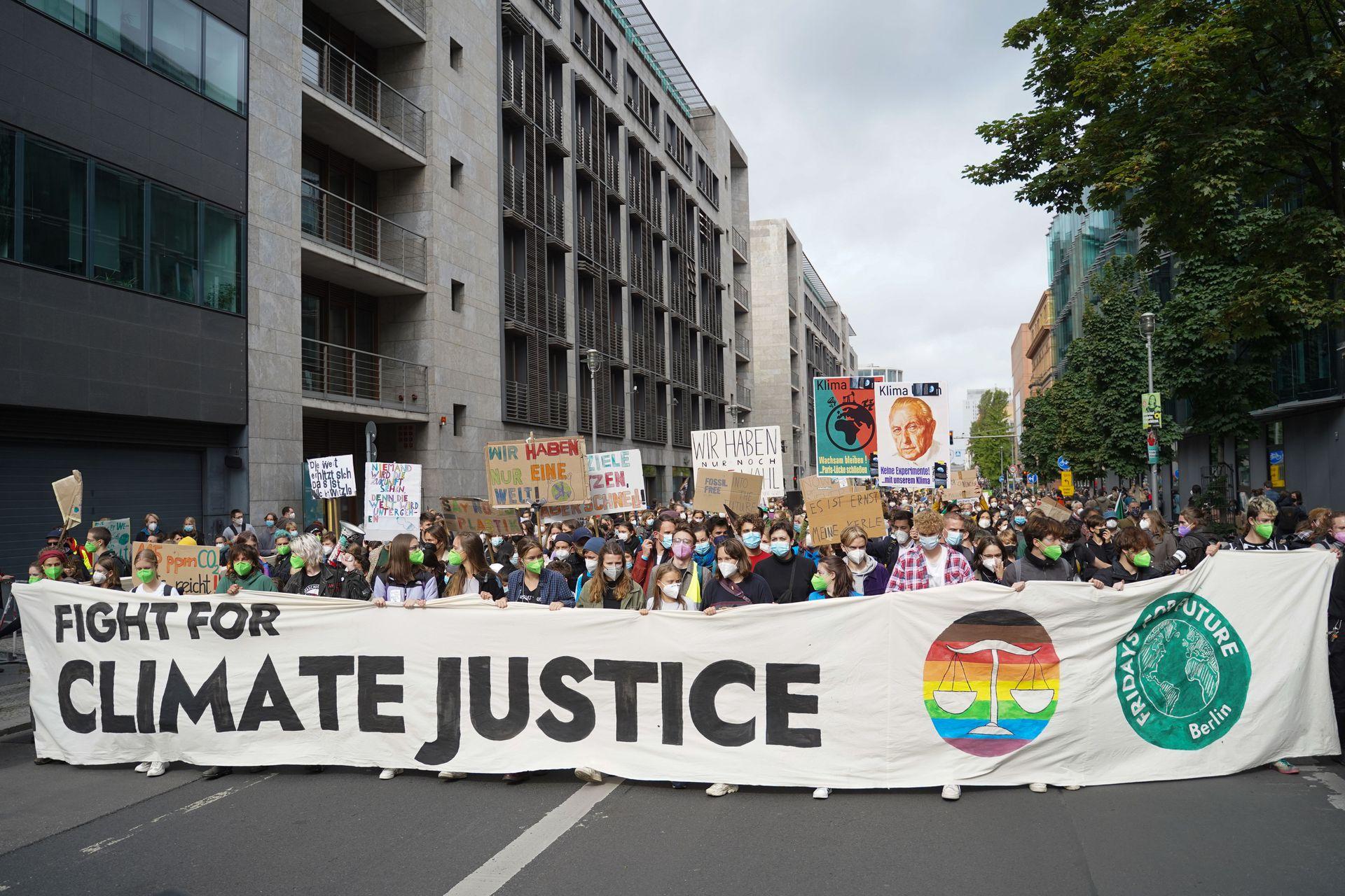 Manifestación organizada por el movimiento Fridays for Future frente al Bundestag alemán poco antes de las elecciones federales