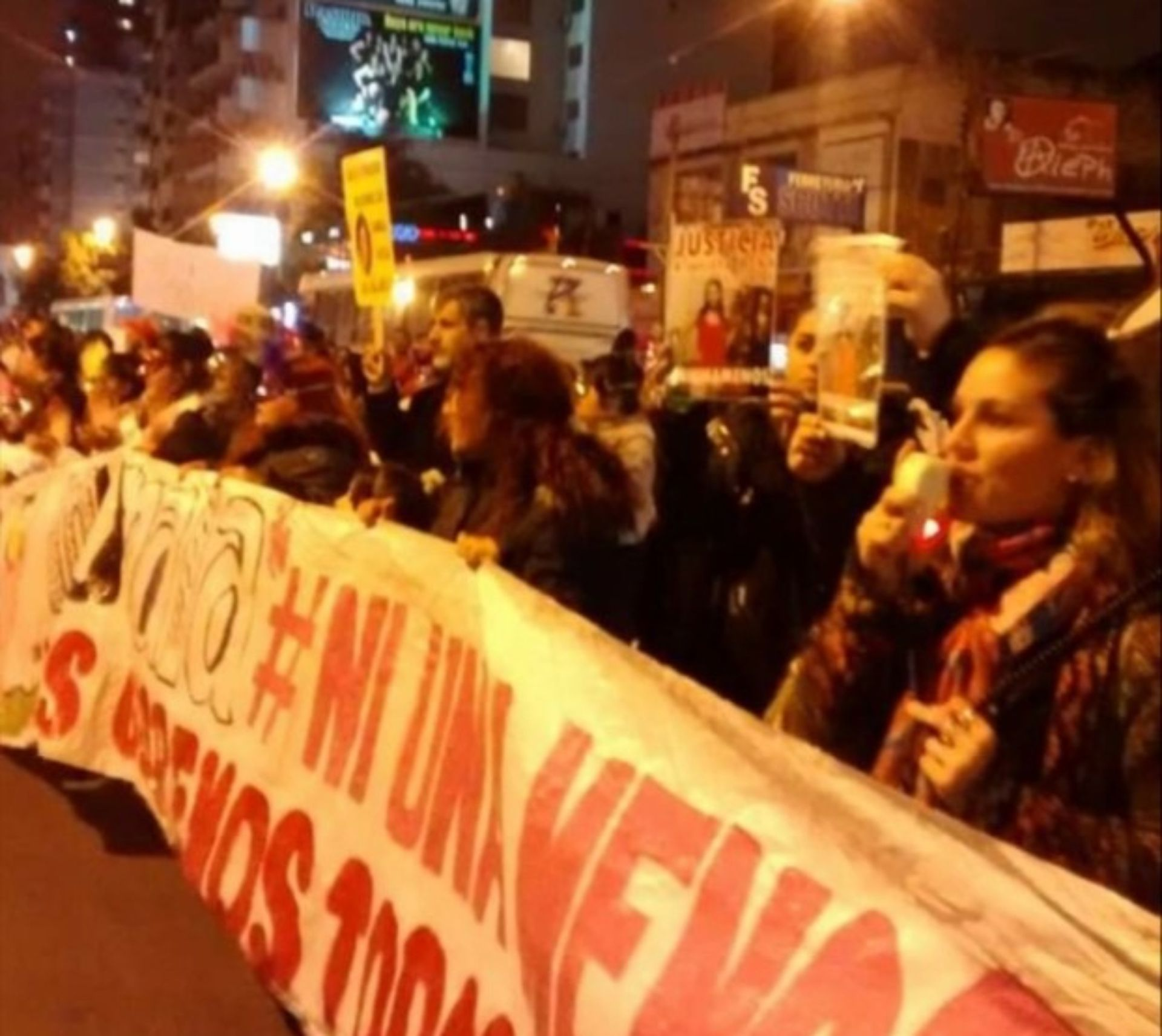 """Participando en una de las marchas de """"Ni una menos""""."""