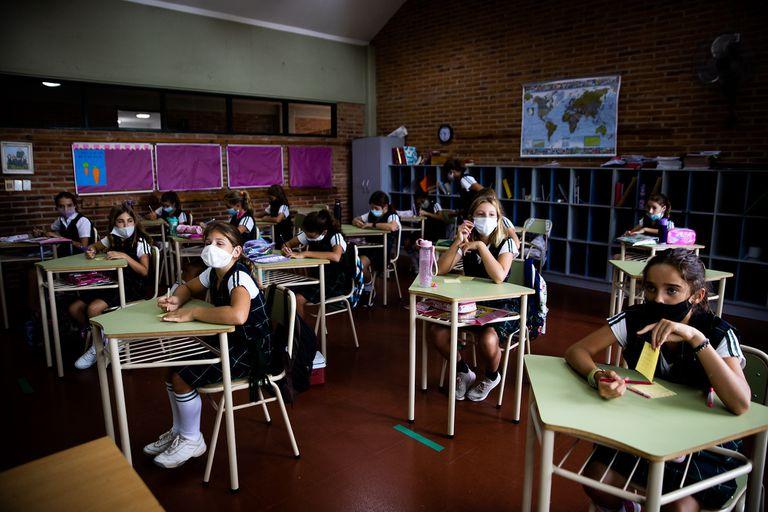 """Pediatras reclaman garantizar las clases ante """"la frágil situación educativa"""""""