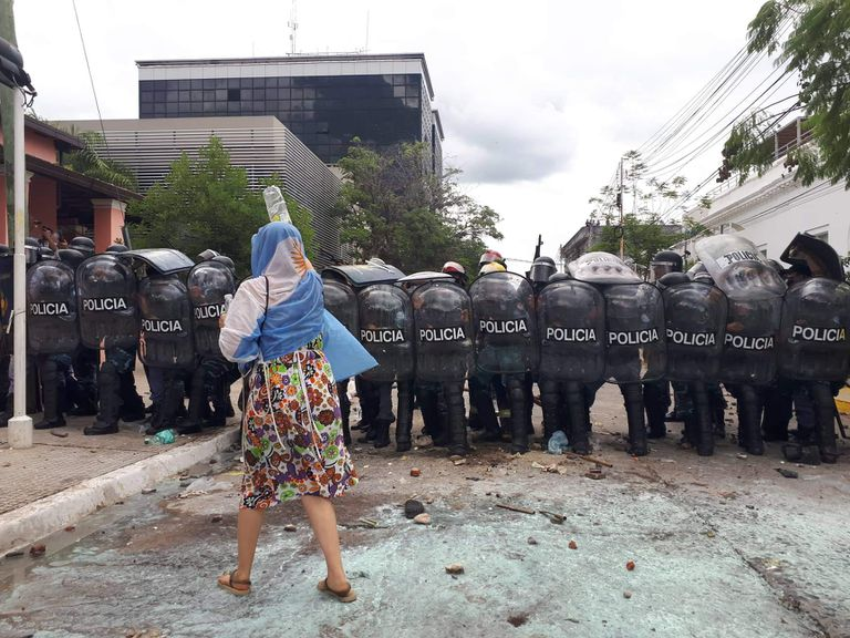 Manifestantes chocaron contra la policía en Formosa