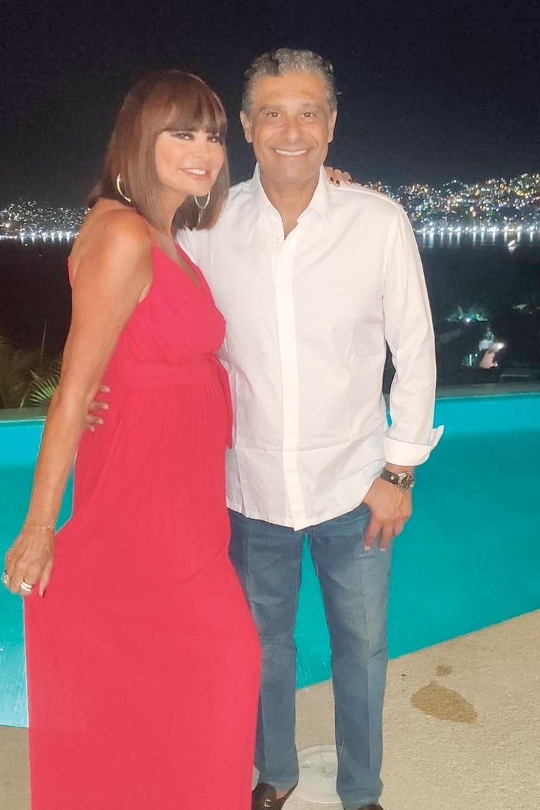 En Acapulco con su marido, el empresario Diego de la Torre.