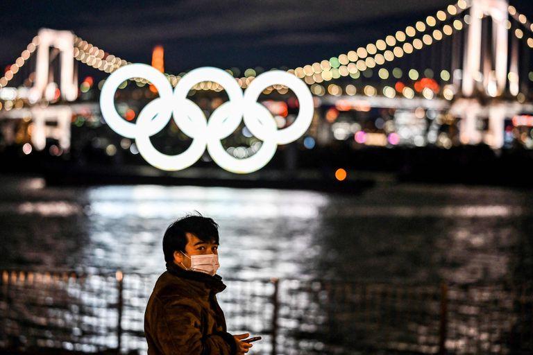 Tokio 2020 revela los anillos, pero buena parte de los japoneses quieren que los Juegos se posterguen... o se cancelen