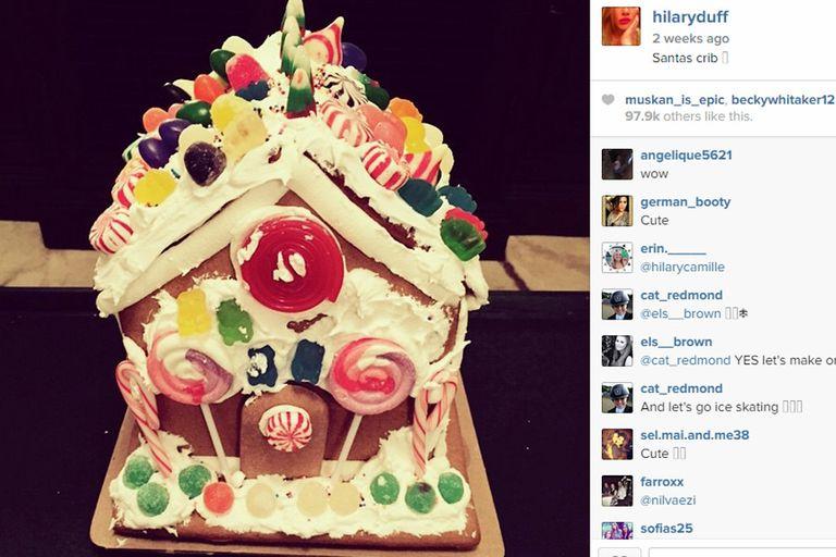 Hilary Duff, por su parte, ama las casitas navideñas