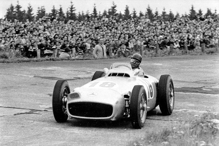 Gran Premio de Alemania en Nürburgring, 1 de agosto de 1954. El ganador Juan Manuel Fangio al volante del Mercedes-Benz W 196 R