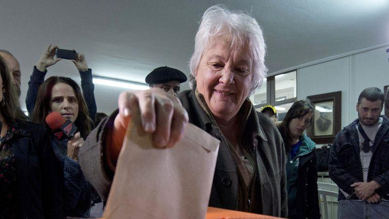 Lucía Topolansky votando