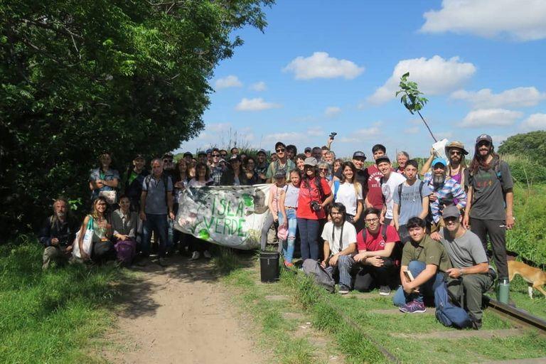 Los vecinos que conforman la ONG Isla Verde