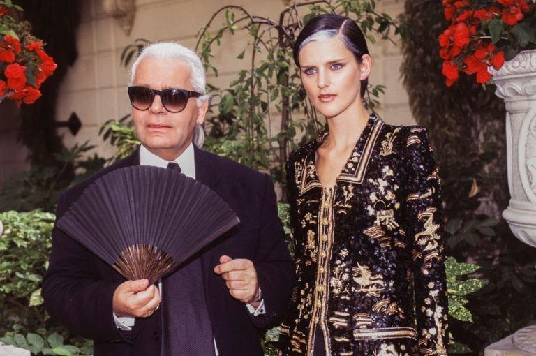Stella Tennant y Karl Lagerfeld trabajando para la marca Chanel