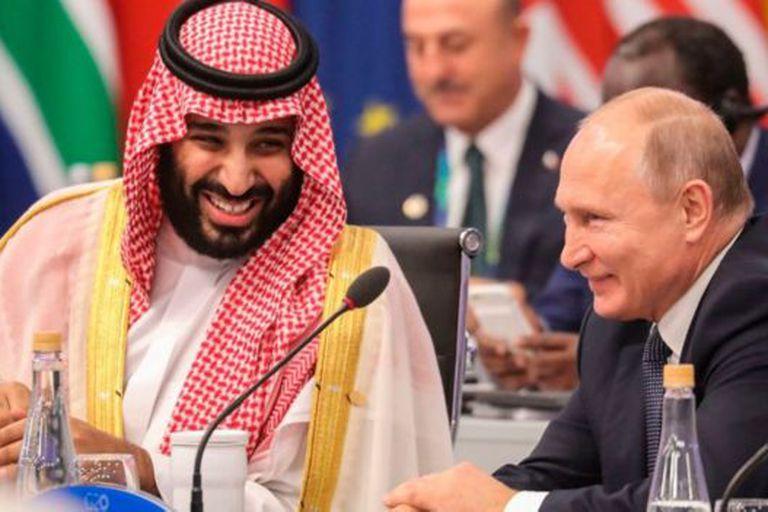 Arabia Saudita y Rusia pusieron en práctica un acuerdo para reducir la producción petrolera desde fines de 2016 pero lo rompieron brevemente en 2020.