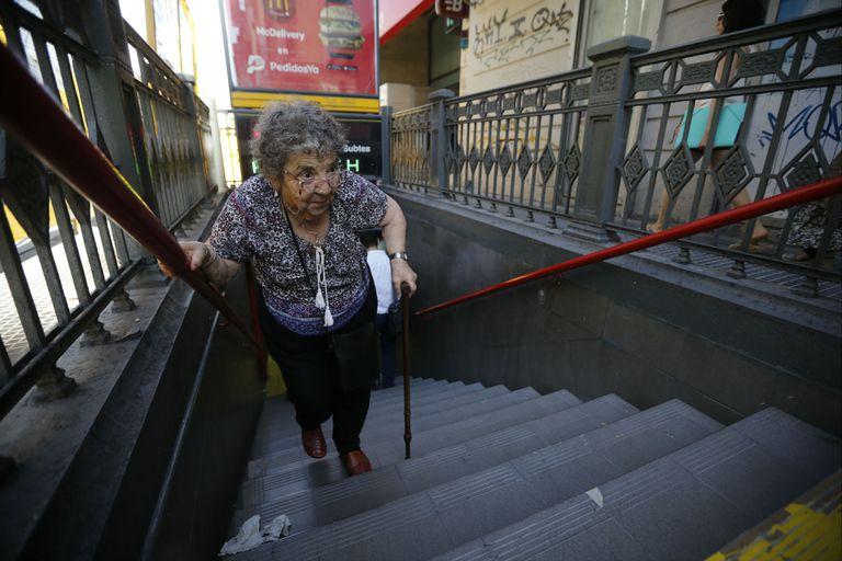 Subte: no devuelven el boleto donde no funcionan las escaleras mecánicas