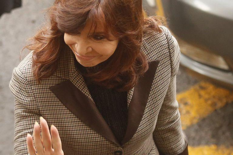 Cristina no contestó preguntas sobre los sobornos y dijo que es una perseguida