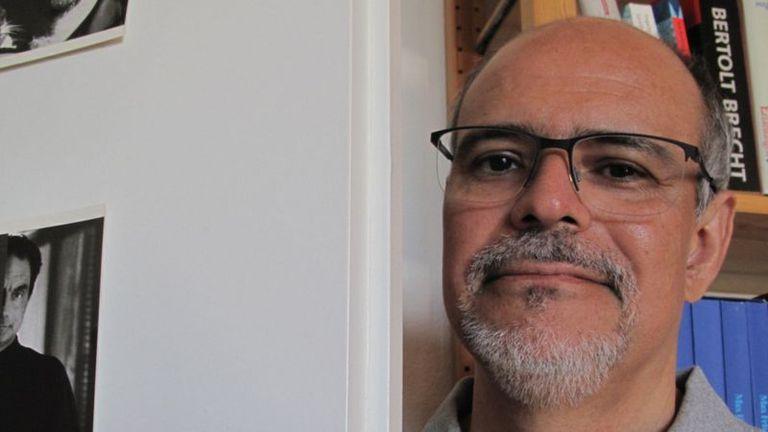 Fernando Zúñiga es jefe del Instituto de Lingüística de la Universidad de Berna, Suiza. Su especialización son las lenguas indígenas de América. Autor de El habla mapuche, entre otros