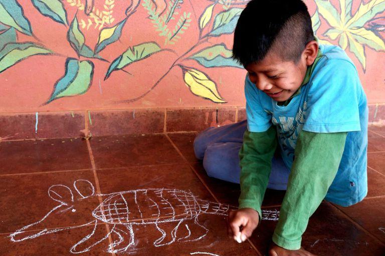 Un alumno de la escuela Mbyá Guaraní