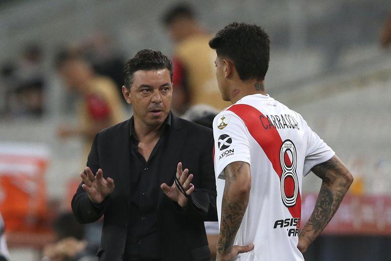 Marcelo Gallardo junto al jugador Jorge Carrascal