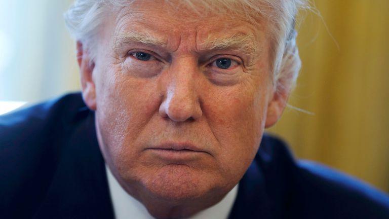Donald Trump no dejó ingresar a The New York Times, CNN y otros medios a una conferencia de prensa
